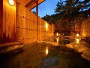 天童温泉 松伯亭 あづま荘:露天風呂(女性用)移り行く季節の中で趣が異なる風情あるお風呂です