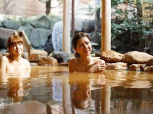有馬温泉 有馬ロイヤルホテル:金泉露天風呂に浸かり、全身伸び伸びゆっくりと☆