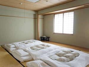 コンフォートホテル小松:和室◆64平米◆断然布団派の方はこちら♪広々としたお部屋でゆっくりできます。