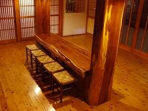 民宿 やま久:北関東一の『一位の大木』こちらで風呂上りにビールでもいかが!!