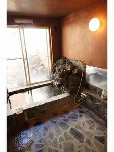 民宿 凱旋屋:天然温泉は内風呂とプチ露天もあるよ!