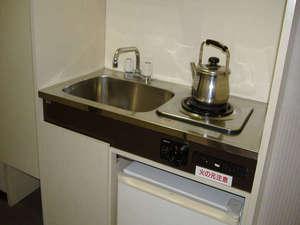 東横イン千葉幕張:簡単な調理ができるキッチンがついています。