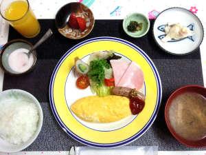 里山体験宿 青雲館:*朝食/懐かしい家庭料理のほか、牧場で絞りたての牛乳もご提供しています。