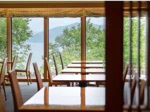 木材を豊富に使用した十和田ホテル内にあるレストラン「真木」※真木とは良木材の総称
