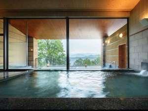 時間によって刻々と表情を変える十和田湖を眺められる大浴場