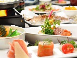 十和田ホテルでは、旬や地元の食材を取り入れた和洋折衷料理をお楽しみいただけます