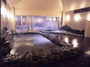 ザ・岩風呂♪手前の温泉は10℃温度を下げじっくり温める派には最適♪