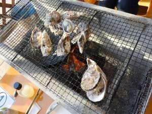 美味しい牡蠣いかがですか?お外で食べる牡蠣炭火焼♪究極のアウトドア