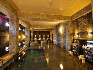 あわら温泉 あわらグランドホテル:【静の湯】石・竹・灯りを美しく配した侘び寂びのあるデザイン、深い湯船の源泉が体全体を包み込む