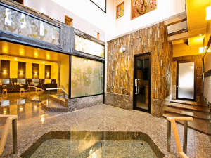 あわら温泉 あわらグランドホテル:【平安の湯】静かにステンドグラスから差し込む彩鮮やかな光と専用源泉が楽しめる美肌の湯