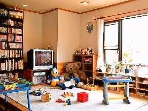ペンション ぱどる:プレイコーナーにはおもちゃがいっぱい♪