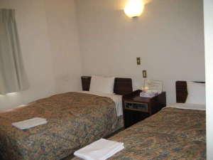 ビジネスホテル ソーシャル蒲田:機能的でゆっくりくつろげるツインルーム
