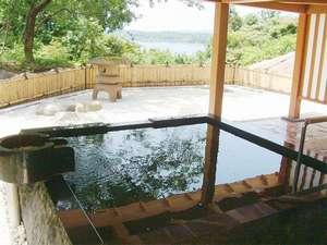 ホテルニュー桂:*美しい景色を眺めながら湯ったりと天然温泉を満喫できる「本館露天風呂」。