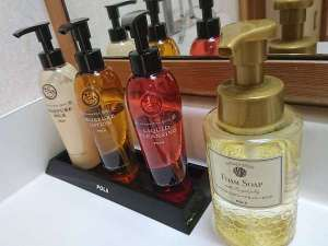 アロマエッセゴールドのクレンジング・化粧水・乳液
