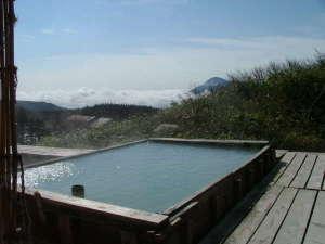 藤七温泉 彩雲荘:宿泊客専用露天風呂(男女別)からはご来光・雲海・岩手山の姿がご覧いただけます
