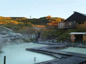 藤七温泉 彩雲荘:露天風呂(混浴ゾーン)乳白色のお湯がお待ちしております