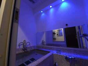 海とエステと美肌風呂の宿 天使のイルカ!:*【三種の貸切風呂/ミスト】ミストの霧が心地よい♪青をイメージした神秘的なお風呂