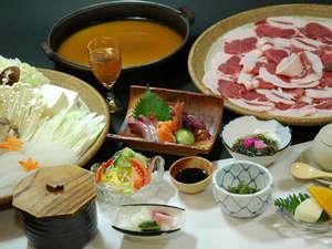 松風荘旅館:当館名物「ぼたん鍋」(写真は4人盛りになります。)
