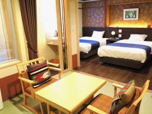 松風荘旅館:和モダン・セミダブルベッド+畳(1~6名様)風呂、ウォシュレット、ドレッサーライト洗面付