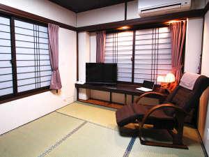 松風荘旅館:和室6畳タイプ(1~3名様)ユニットバス、トイレ洗面付き・ビジネス利用にも最適