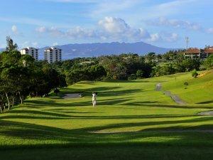 【ゴルフ】変化に富んだフェアウエーや美しい山々。