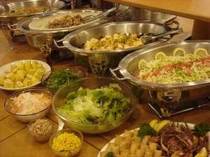 ホテルルートイン鶴岡駅前:☆1日の元気は朝食から!バイキング朝食はサービスとなっております(お料理の一例)