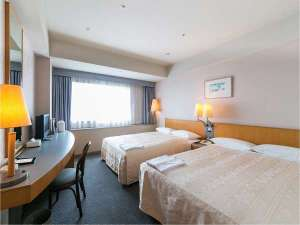 全室19階以上『横浜テクノタワーホテル』:120cm幅2台のファミリーツインルーム。お子様の添い寝は2名様ご利用いただけます。※写真はイメージです。
