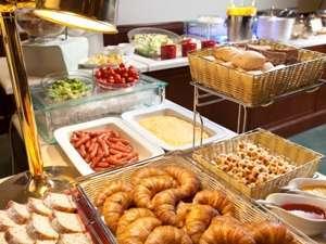 北海道の安心で栄養たっぷりの食材が並ぶ朝食
