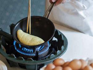 ホテルクラビーサッポロ:朝食でお出しするオムレツは、ご注文いただいてから皆様の目の前で調理致します