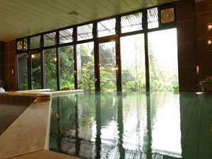 新甲子温泉 五峰荘:【大浴場】広いお風呂で天然温泉をたっぷりご満喫下さい。