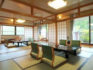 新甲子温泉 五峰荘:お部屋一例◆ゆったりとお寛ぎ下さいませ。全室Wi-fi対応しております。