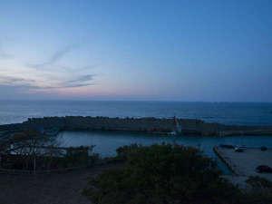 夕暮れ時の幻想的な海