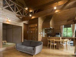 全棟温泉付の広々プライベート空間 アンビエント安曇野コテージ:【コテージ室内/一例】木の温もり溢れる個性豊かなお部屋がいっぱいです。