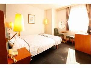 HOTEL ARIA 沼津 [ホテルアリア 沼津]:朝の日差しが心地よいコーナーダブルルーム