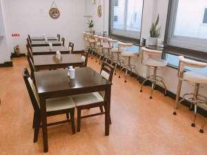 朝食は改装した食堂でお召し上がり下さい。6:00~9:00まで。