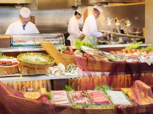 浄土ヶ浜パークホテル:新鮮な旬の船盛りやライブキッチンで天婦羅などの揚げたてをご用意 夕食ビュッフェ一例