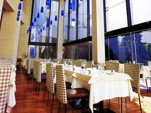 ホテルモリノ新百合丘:【ご朝食会場/フレンチダイニング シェゆりの】1日の始まりを中庭を眺めながら爽やかに