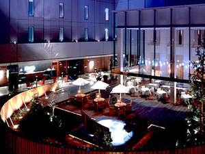 ホテルモリノ新百合丘:「ホテルモリノ新百合丘」は、開放感あふれる【くつろぎの中庭 】が中心のホテルです。