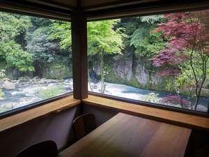 菊池川の渓流を望む絶景個室お食事処