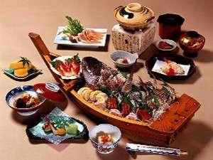 紀州鉄道熱海ホテル:夕食は沼津港直送の新鮮な海の幸!※写真の舟盛りは追加料金となります(写真はイメージです)