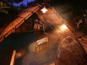 盛岡つなぎ温泉 愛真館:【縄文の湯/しだないの湯・ストーンサークルの湯(露天)】階段状に深くなっているのが特徴です。