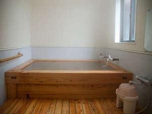 素泊りの宿 はなみづき:湯畑源泉かけ流し。貸切でご利用いただきます。