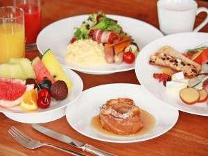 ホテル日航金沢:人気の朝食バイキング。ホテル自慢の逸品は「車麩のフレンチトースト」です。