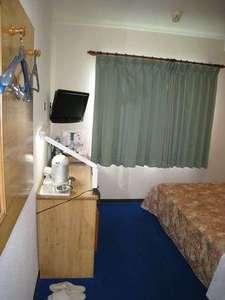 二日市グリーンホテル:シングル○横幅110cm ★机が広く使えます。