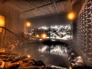 運河の宿 おたる ふる川:温泉大浴場〝ゆくら〟【冬の壱の湯露天風呂】瓦から流れる温泉と雪景色