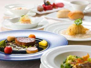 """シーサイドホテル舞子ビラ神戸:シェフおすすめの食材の数々。""""ジュッ""""とグリルした牛フィレステーキやシーフードをご堪能ください"""