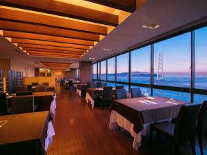 シーサイドホテル舞子ビラ神戸:緑風館の最上階『壺中天(こちゅうてん)』窓いっぱいに広がる明石海峡大橋を楽しみながらの贅沢空間