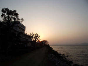 玉造温泉 玉造国際ホテル:<宍道湖>夕日・朝日ともに最高のロケーションでご覧頂けます。時間と共に変わる景色に感動★※写真は夕日