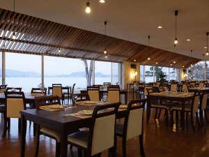 玉造温泉 玉造国際ホテル <長楽園グループ>:新しくなったレストランで、美味しい料理をお召し上がりください。