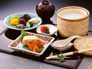 料理旅館 花楽:【ご朝食】伝統野菜を存分に使用し、季節の味覚をご提供しております。※イメージ